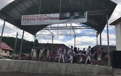 Ansamblul Folcloric Doina Bascovului a fost invitat la Ziua Comunei Dambovicioara